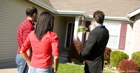 Agents and Clients outside of a home.
