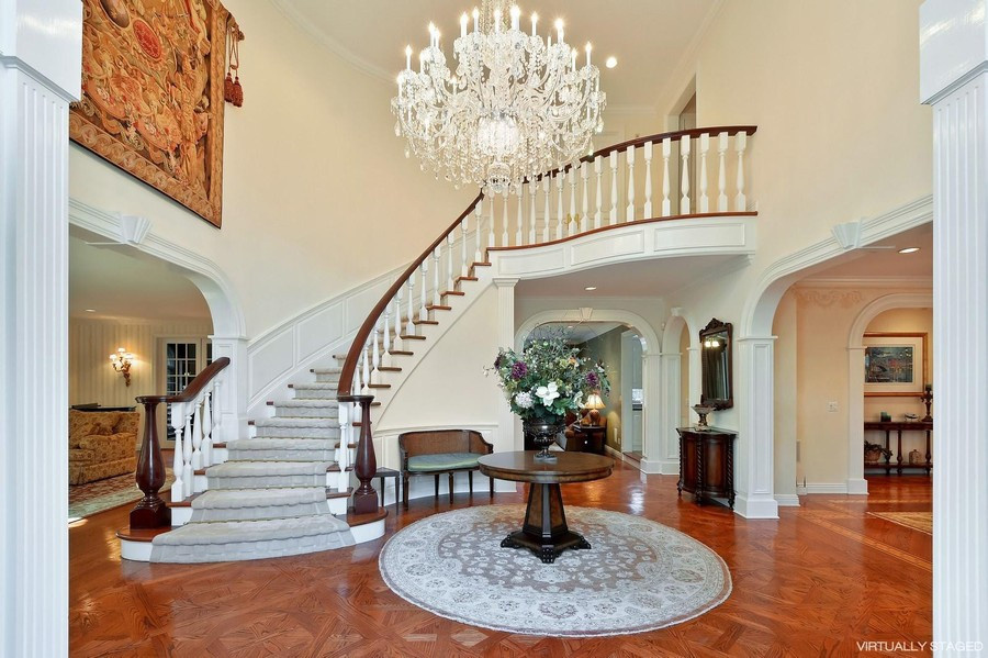 A virtually redecorated entry staircase