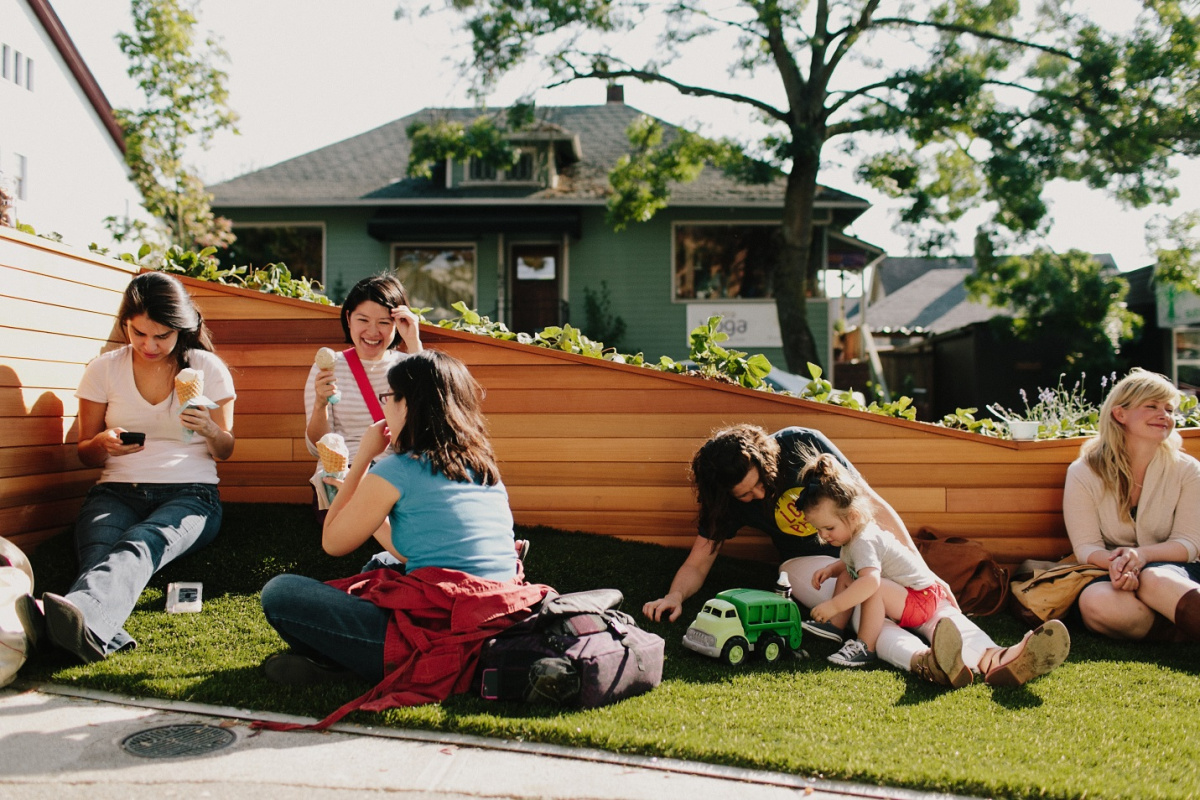 An astroturf slope, swings, and edible plantings are all part of the Molly Moon's Homemade Ice Cream parklet in the Wallingford neighborhood of Seattle. (Credit: Seattle Department of Transportation)