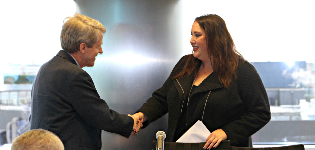 Elizabeth Mendenhall shaking hands with Robert Shiller