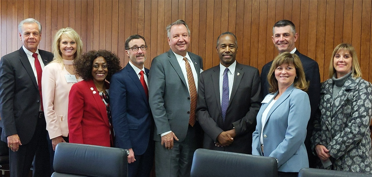 NAR President John Smaby meets with HUD Secretary Ben Carson and staff.