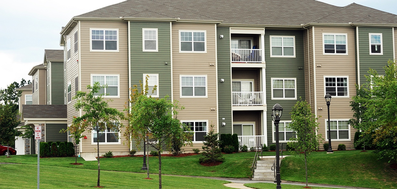 Apartment/condo building